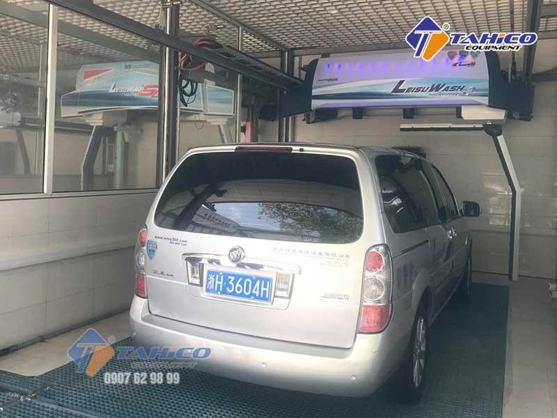 Máy rửa xe ô tô tự động Leisuwash