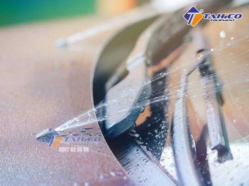 Bảo vệ độ bền của bình chứa, hệ thống phun và cần gạt nước
