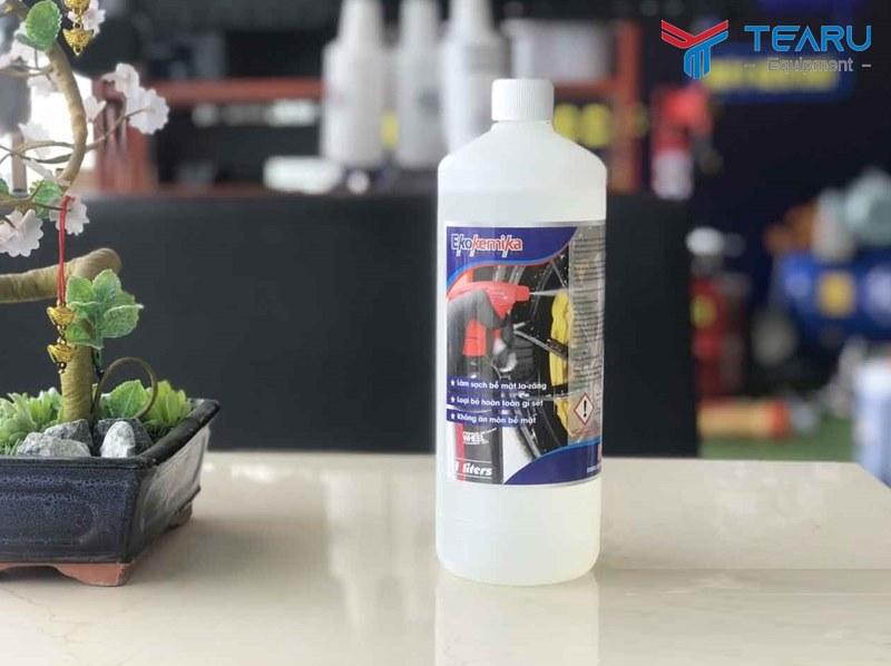 Dung dịch làm sạch la zăng, ố kính và gầm xe Ekokemika Perlega 1 lít