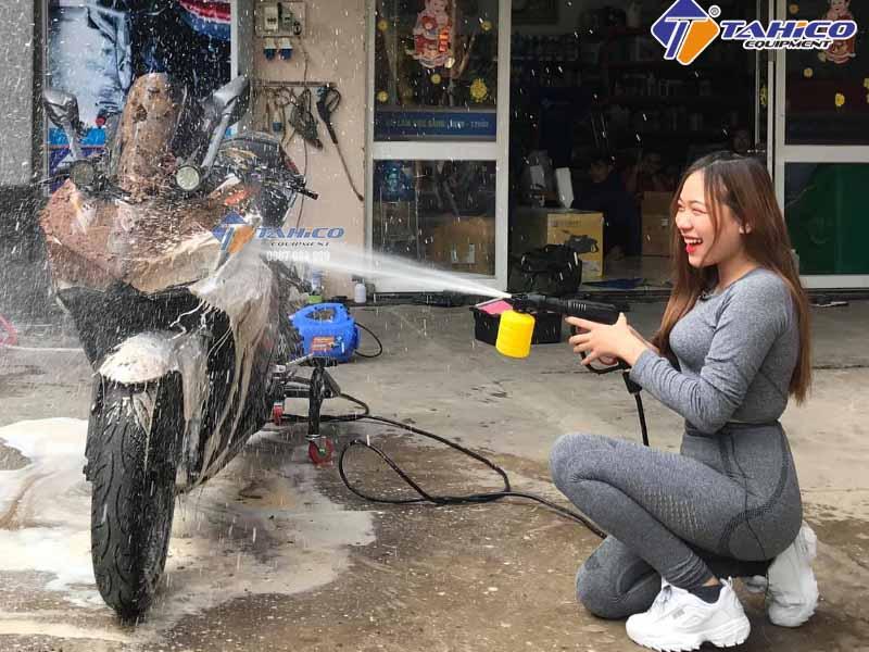 Rửa xe nhanh chóng không gây trầy xước xe