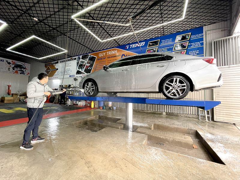 Sử dụng tay quay 360 độ rửa xe