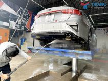 Tay quay rửa xe khá thông dụng trong trung tâm rửa và chăm sóc xe