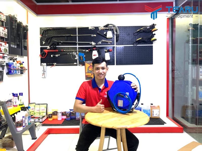 Cuộn Dây Hơi Tự Rút chuyên dụng cho tiệm rửa xe