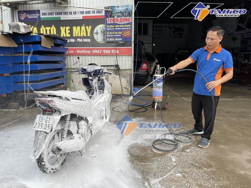 Rửa xe máy tại nhà cũng khá được quan tâm