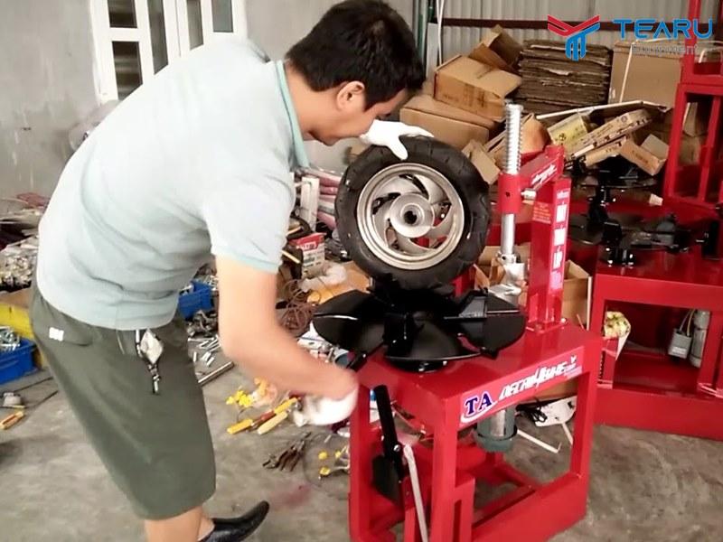 Các lỗi thường gặp và cách sửa chữa máy ra vào lốp
