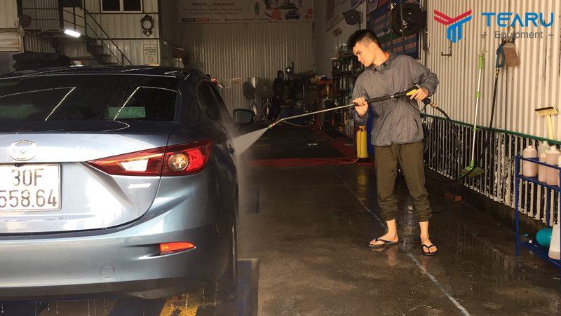 Vệ sinh xe siêu sạch với nước rửa xe không chạm grass