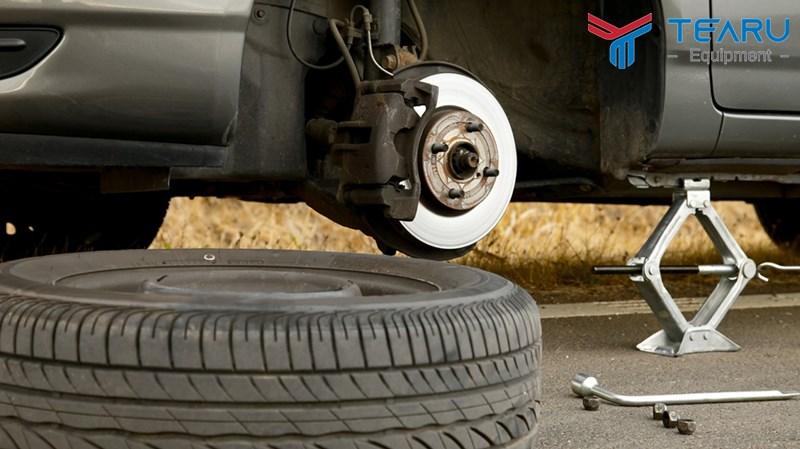 """Dấu hiệu nhận biết lốp xe """"quá tuổi"""" bằng mắt thường"""