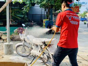 Demo rửa xe không chạm cho tiệm