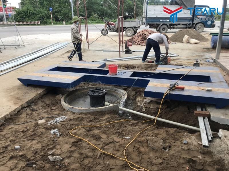 Đào hố móng cầu nâng một trụ
