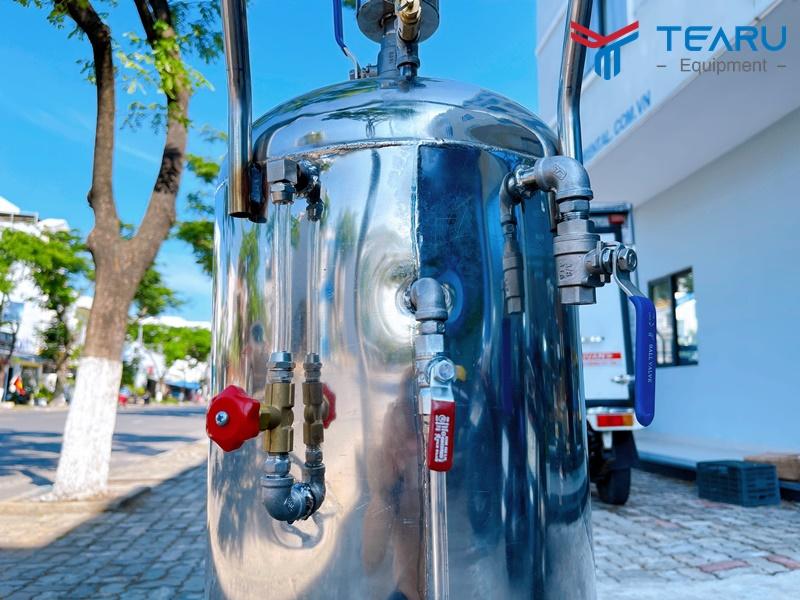 Thân bình với chất liệu inox và hệ thống van chuyên dụng