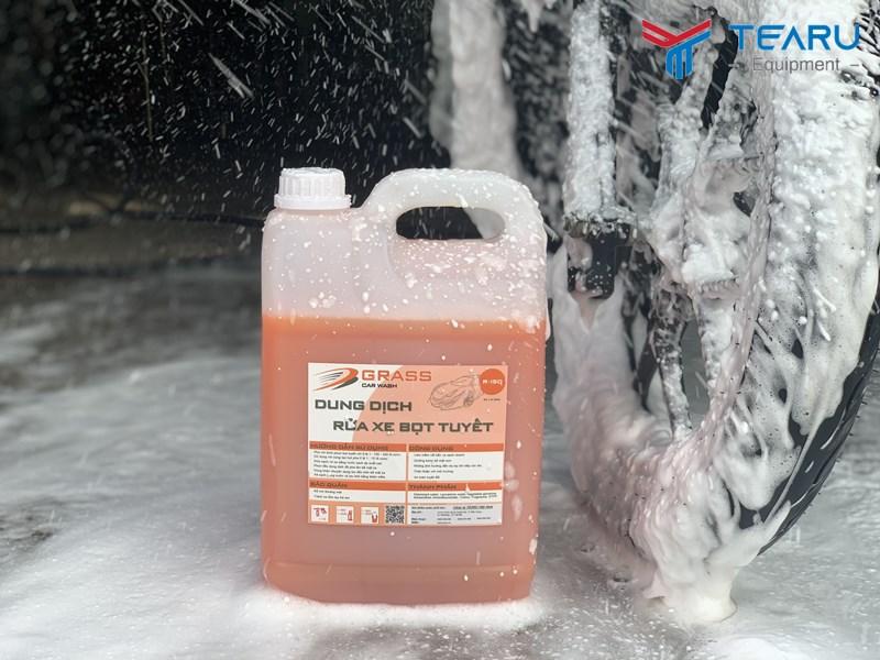 Sử dụng hóa chất rửa xe và dung dịch chăm sóc xe