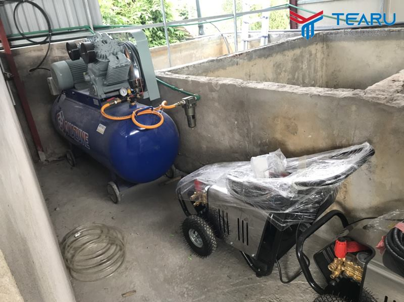 Máy rửa xe và máy nén khí hiệu Okazune