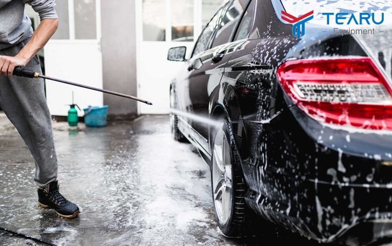 Rửa xe bằng máy rửa hơi nước nóng